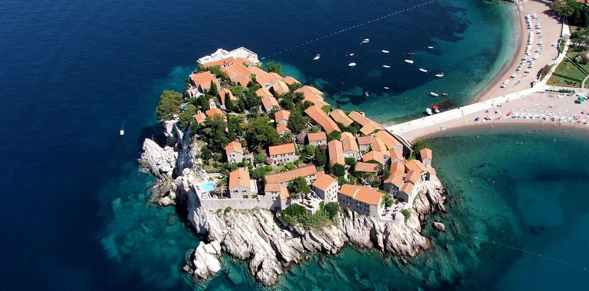 Элитный курорт Свети-Стефан в Черногории расположен на одноименном острове